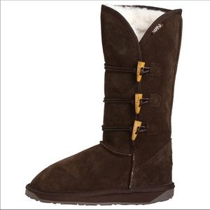 ••tall brown emu australia three clasp boot••